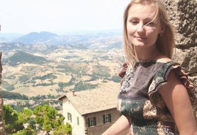 Красивая итальянка в горах 1 фото