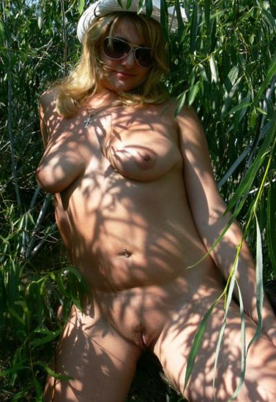 Голая дама за 30 показала пизду 7 фото