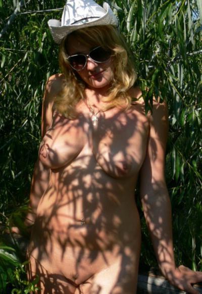 Голая русская 30 летняя девушка в шляпе 15 фото
