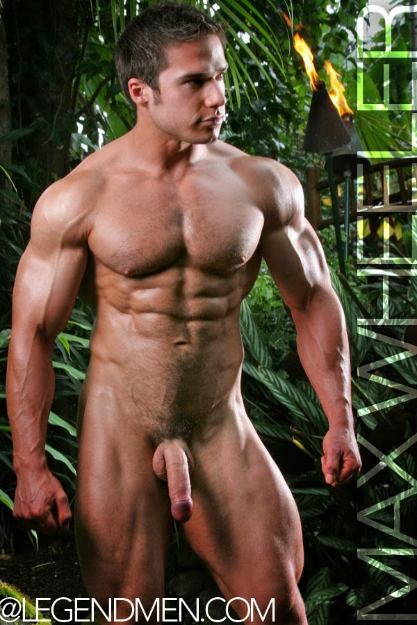 gay-muscle-naked