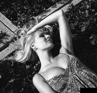 Мария Кожевникова лежит 9 фото