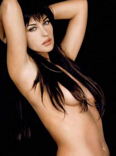 Волосами прикрытая грудь Моники Беллуччи 1 фото