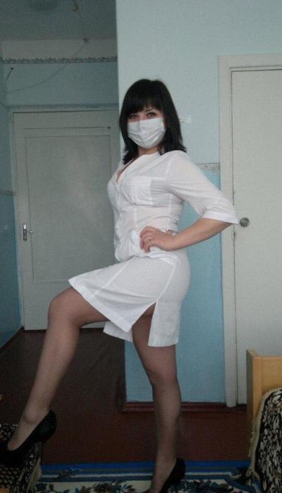 Сексуальная медсестра в кабинете 1 фото