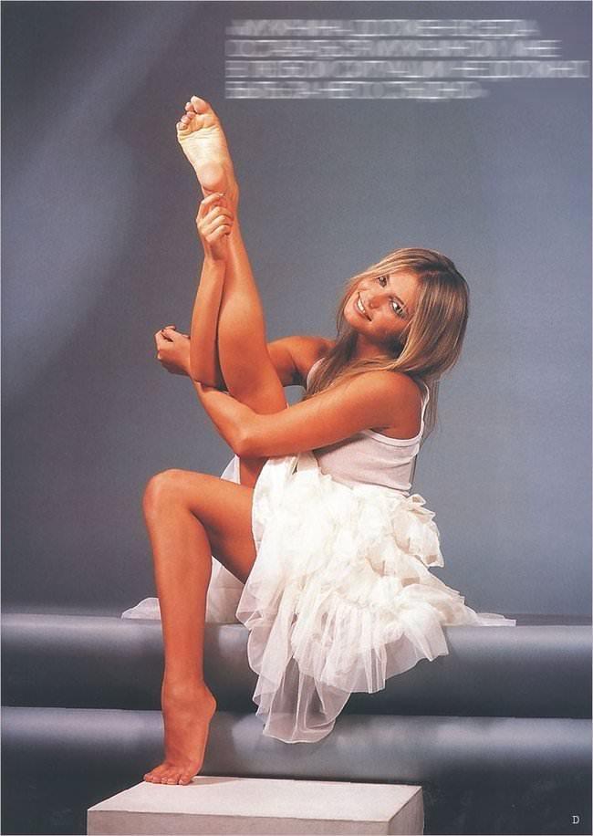 Алина Кабаева подняла ногу