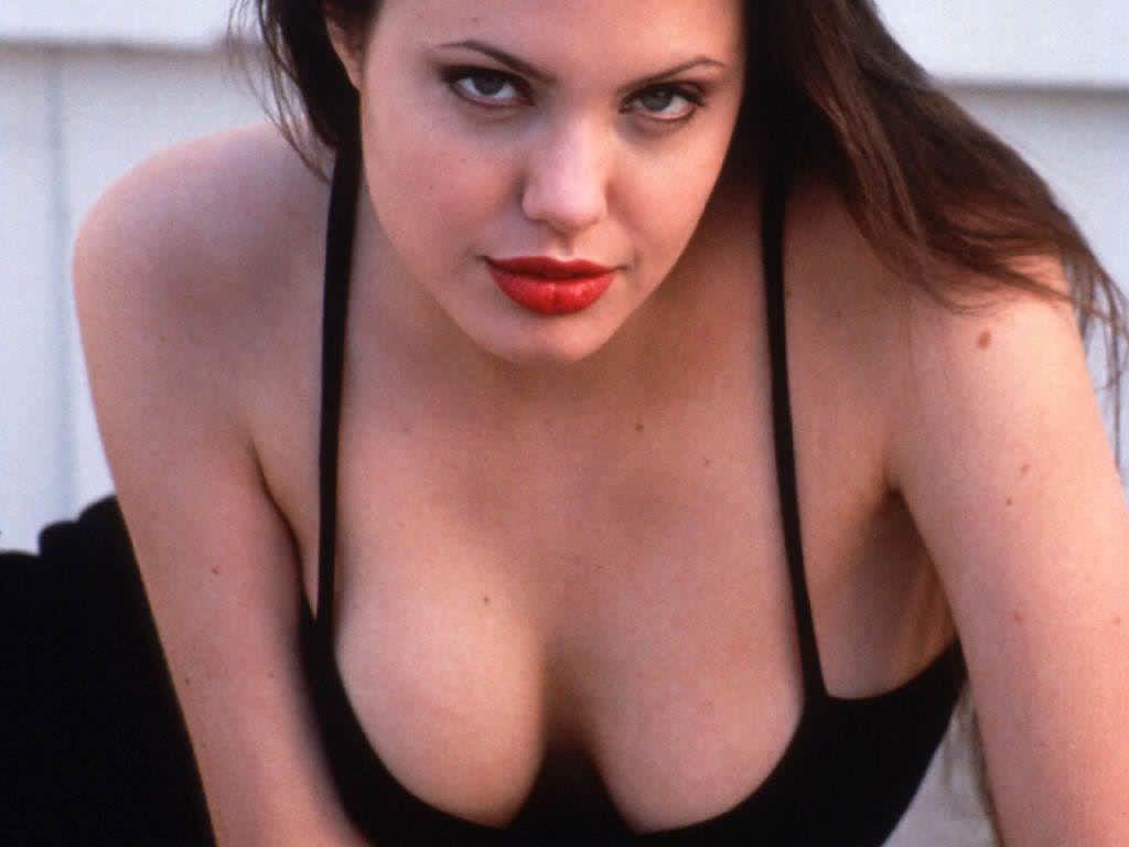 Дерзкая Анджелина Джоли
