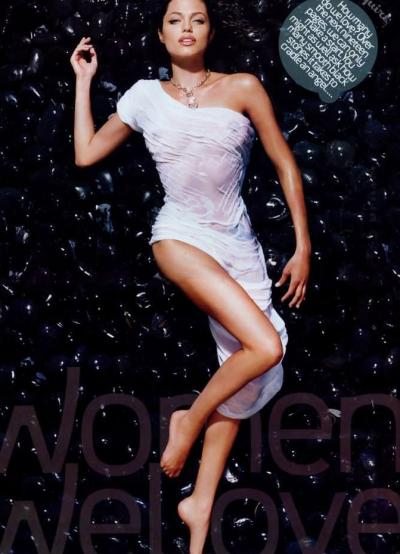 Анджелина Джоли фото лежа 8 фото