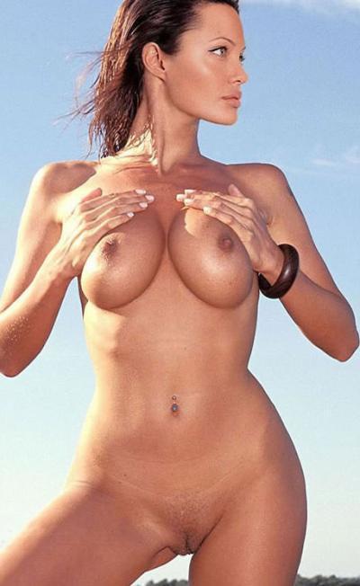 Анджелина Джоли трогает свою грудь 30 фото