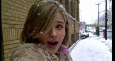 Хлоя Грейс Морец на улице, во время снега 34 фото