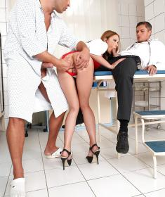 Порно в больнице с медсестрой (15 фото)