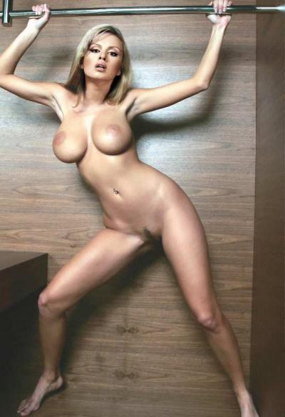 Полностью голая Анна Семенович 21 фото