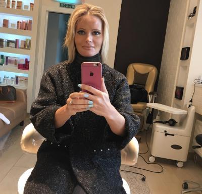 Дана Борисова делает селфи 35 фото