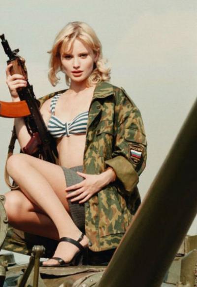 Дана Борисова с автоматом 24 фото