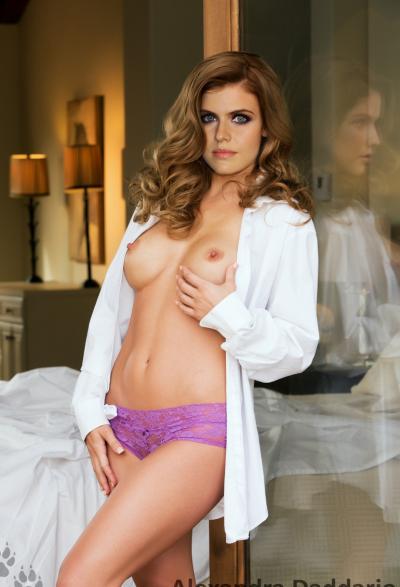 Александра Даддарио с голыми сиськами 28 фото