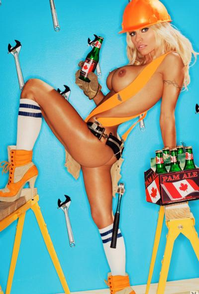 Памела Андерсон рекламирует алкоголь 4 фото