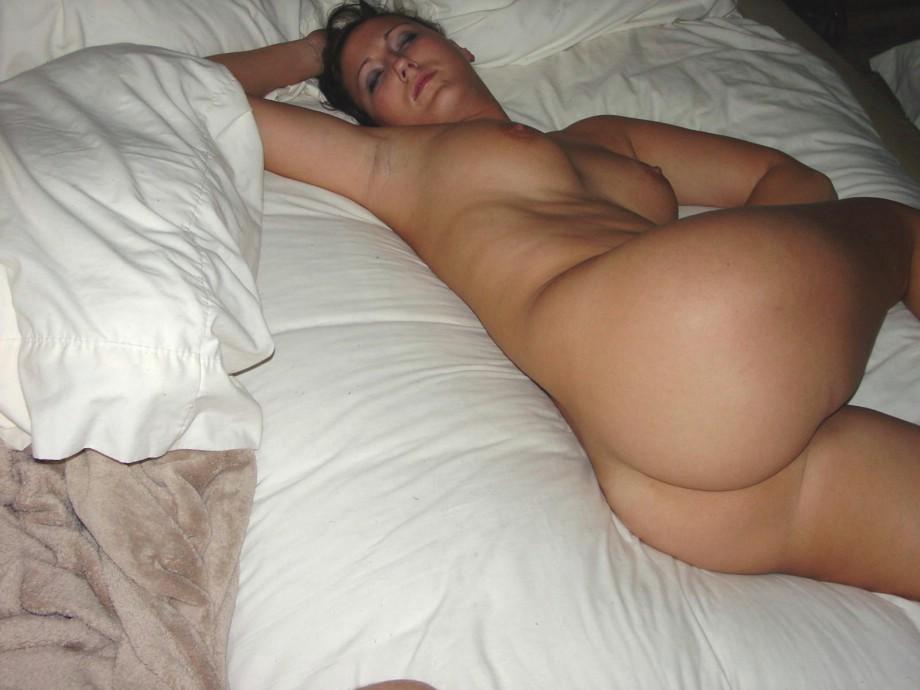 Голой порно видео бес трусов спит
