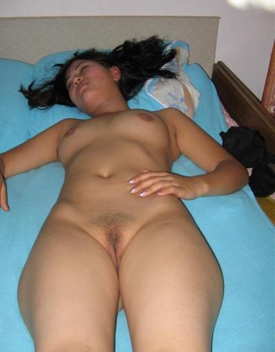 Азиатка спит голая 98 фото