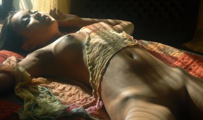 Негритянка голая спит 47 фото