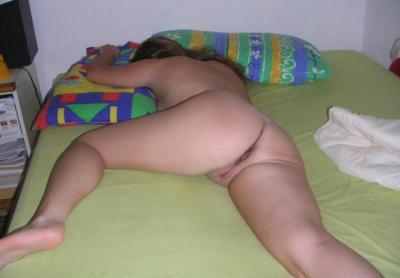 Завалилась спать без одежды 64 фото