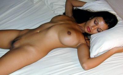 Женщина кимарит голой 65 фото