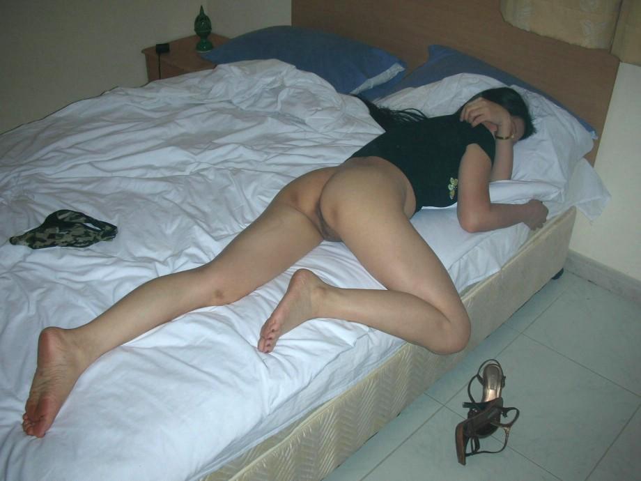 Спящая голая тетка