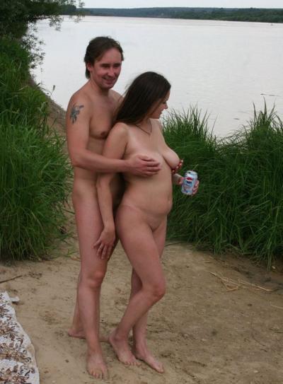 Мужик трогает грудь своей жены 5 фото