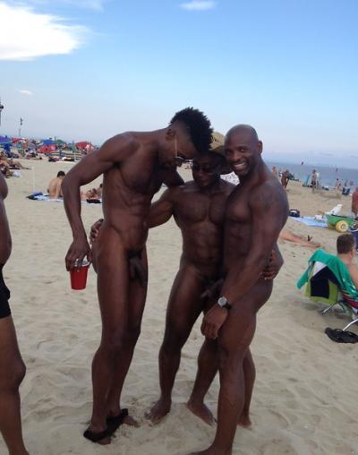 Голые черные парни на пляже 3 фото