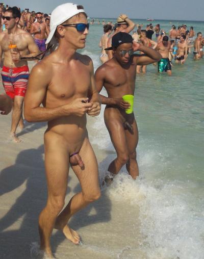 Голые молодые парни на пляже 11 фото
