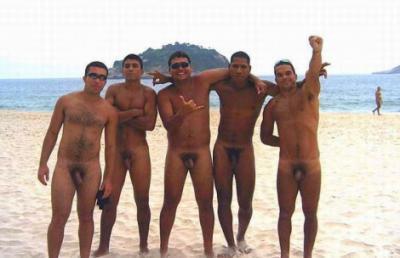 Толпа голых парней на пляже 10 фото