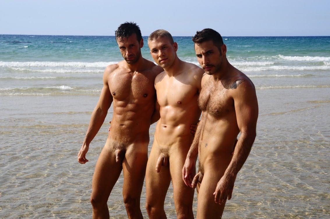 Фото голые парни на пляже, секс видео трах чужие жены