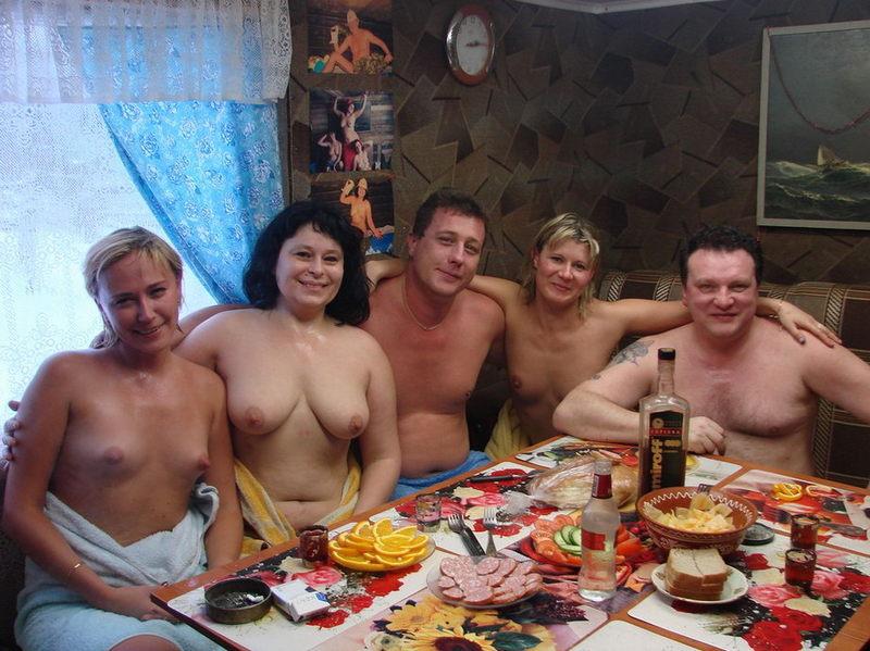 голые мужики и бабы в бане фото - 3