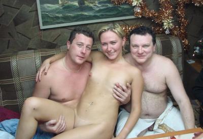 Два мужика ласкают русскую бабу 13 фото