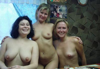 Три русские женщины после бани с обнаженным торсом 14 фото