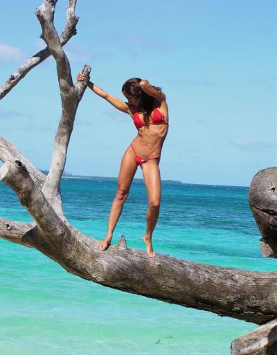 Спортивная девушка на море 5 фото