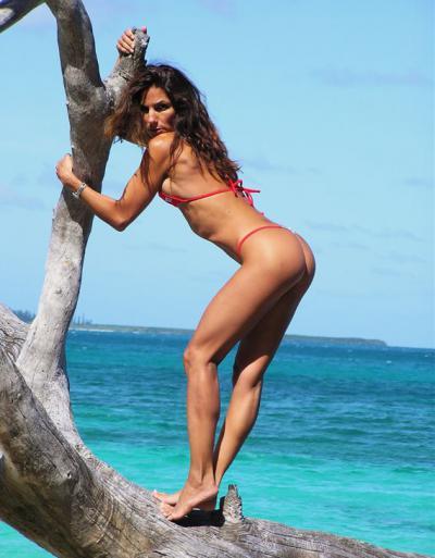 Спортивная женщина на море 3 фото