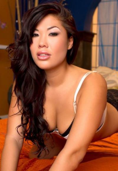Молодая красивая азиатка 2 фото