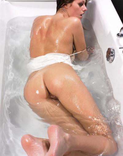 Баба купается в ванной — домашнее фото 15 фото