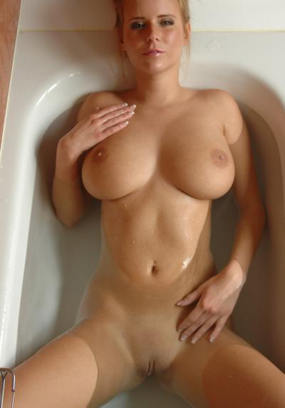 Девушка голая лежит в ванной и хочет чтобы ей засадили 35 фото