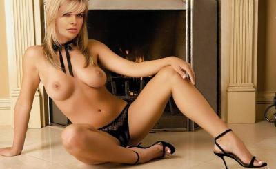 Вера Брежнева с большой голой грудью перед камином 19 фото