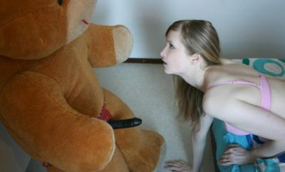 Плюшевый медведь с резиновым членом 4 фото