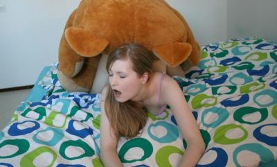 Плюшевый медведь трахает девушку 6 фото