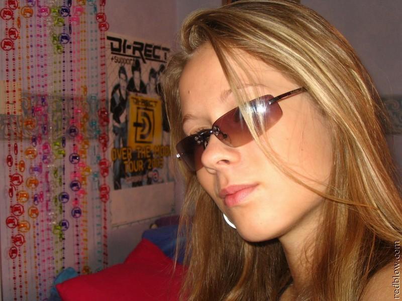 Селфи девушки в очках