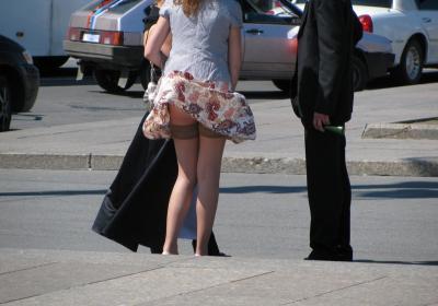 Ветер задирает платье русской девушке 18 фото