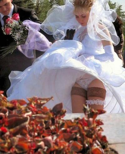 Ветер задрал платье невесты 9 фото