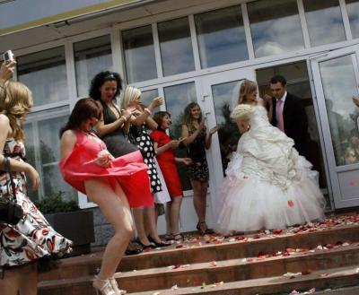 Ветер задрал платье подруги невестки 19 фото