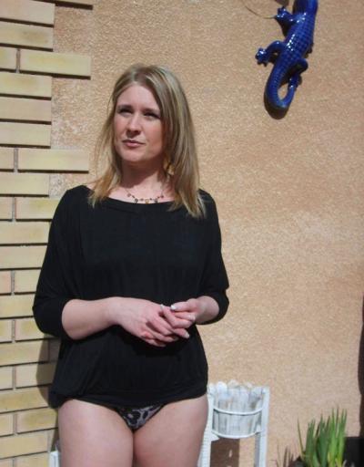 Зрелая жена в трусиках 2 фото