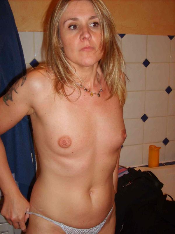 Зрелая жена хочет снять трусы