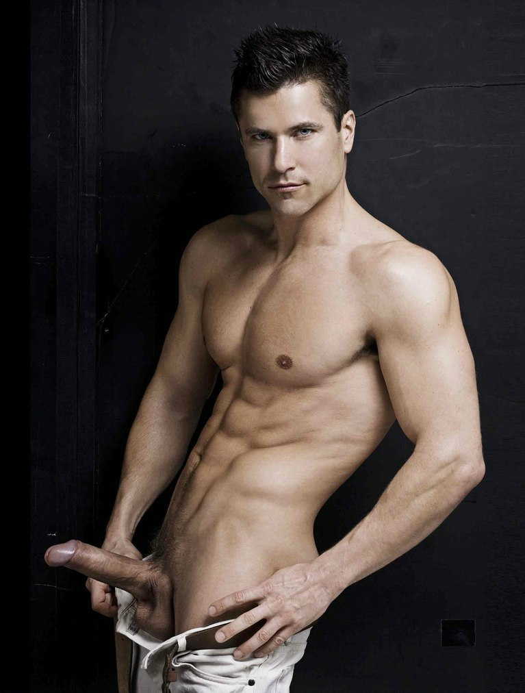 Мохнатые кадры фото голых актеров мужчин